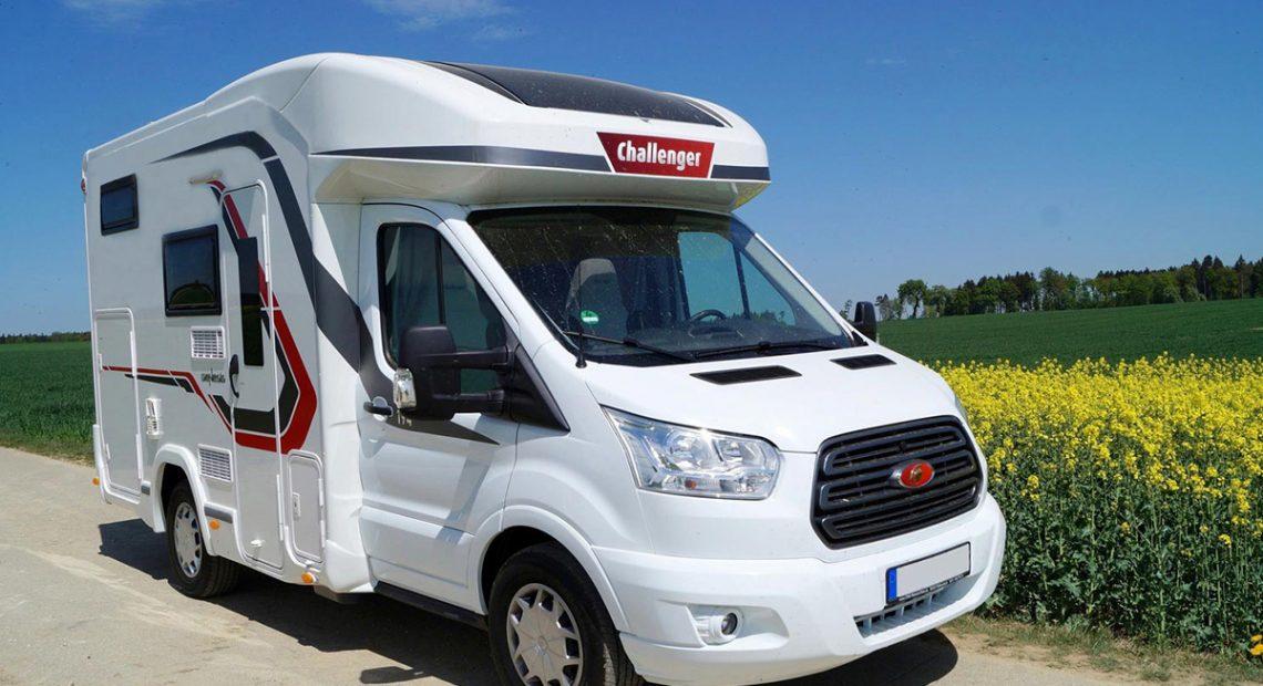 camping car sur route pour vacances après le confinement
