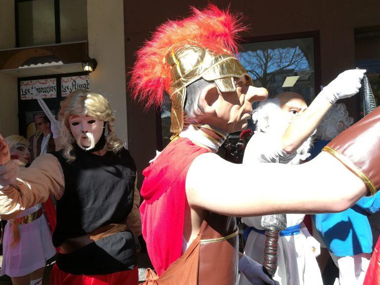 Un légionnaire romain et un villageois gaulois