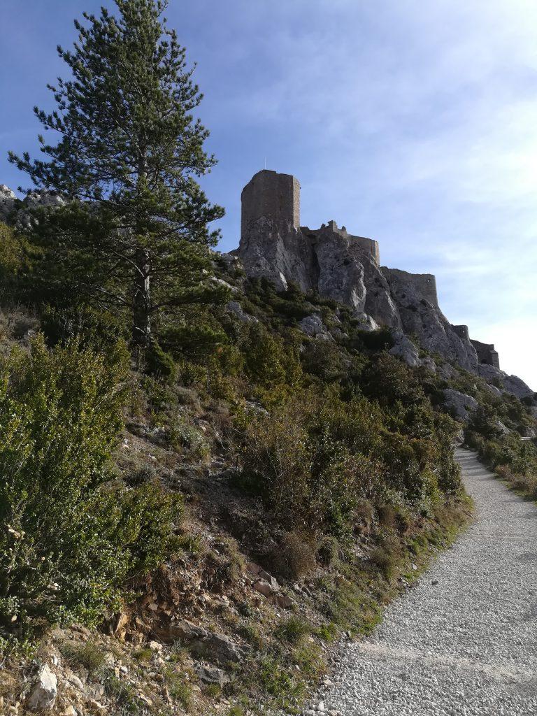 Le sentier menant au château de Quéribus
