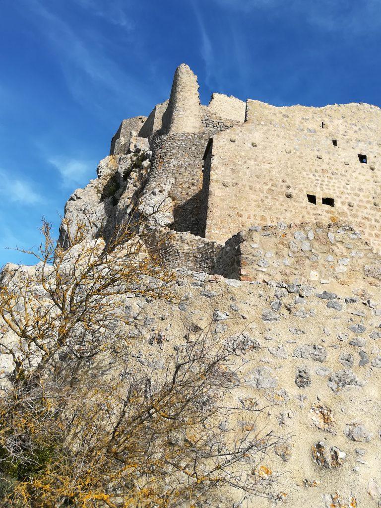 Le château de Quéribus vue d'en dessous