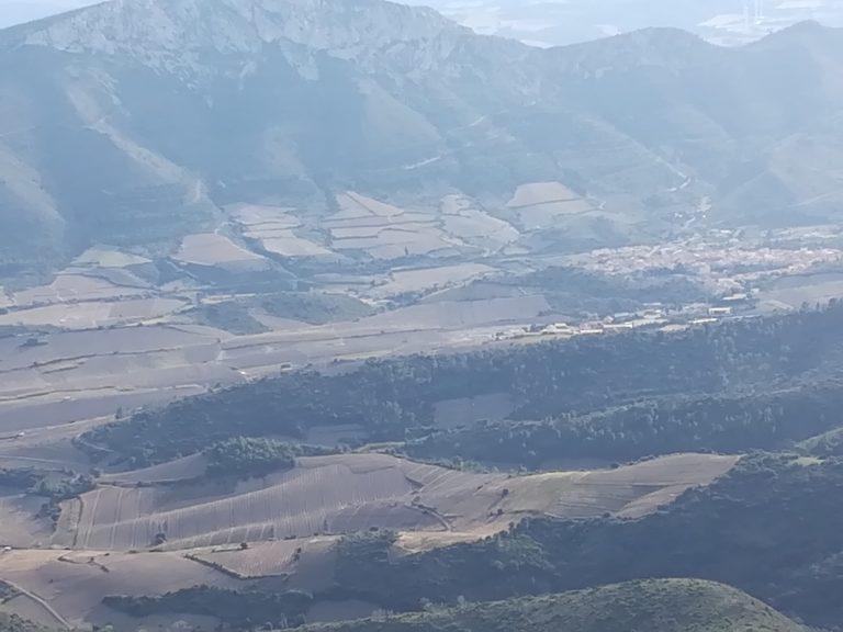 La vue sur le paysage depuis le château de Quéribus