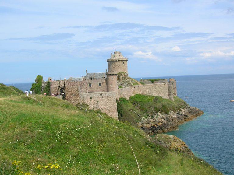 Vue rapprochée du Fort La Latte