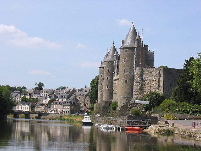 Le chateau de Josselin sur les bords de L'Oust