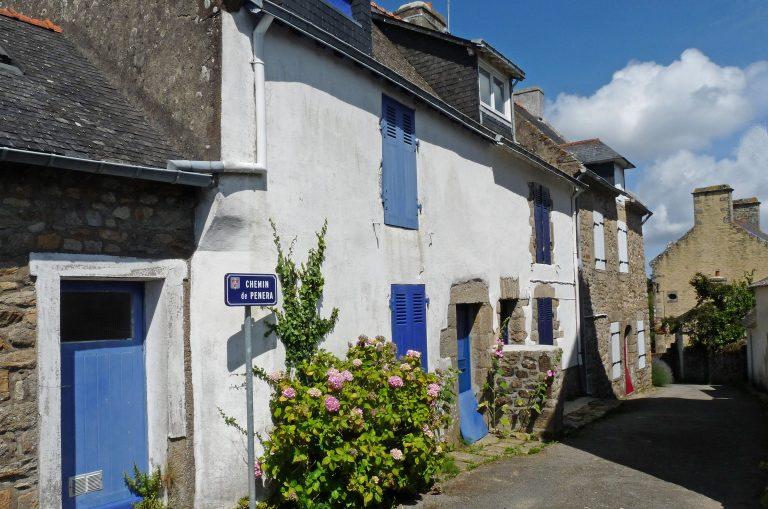 Une rue de l'ile d'Arz, golfe du Morbihan