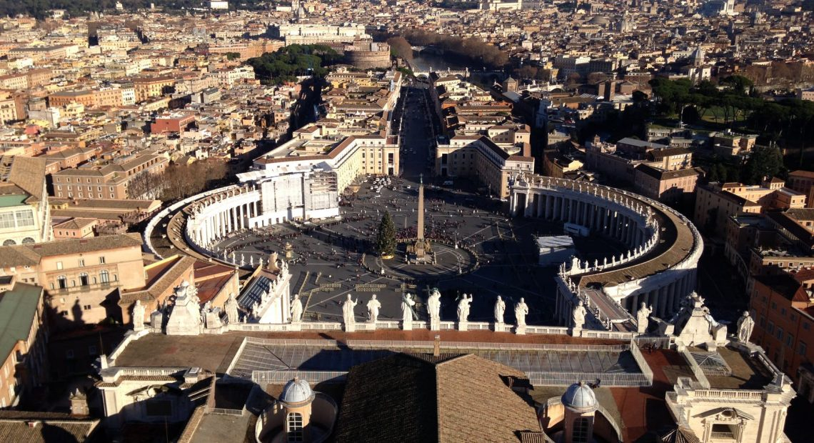 photo de rome depuis le ciel au dessus du vatican
