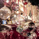 Boules de noel au marché de Noël en camping-car