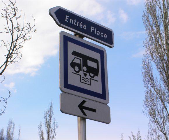 fonctionnement des aires de camping-car : Panneau_aire_camping-car
