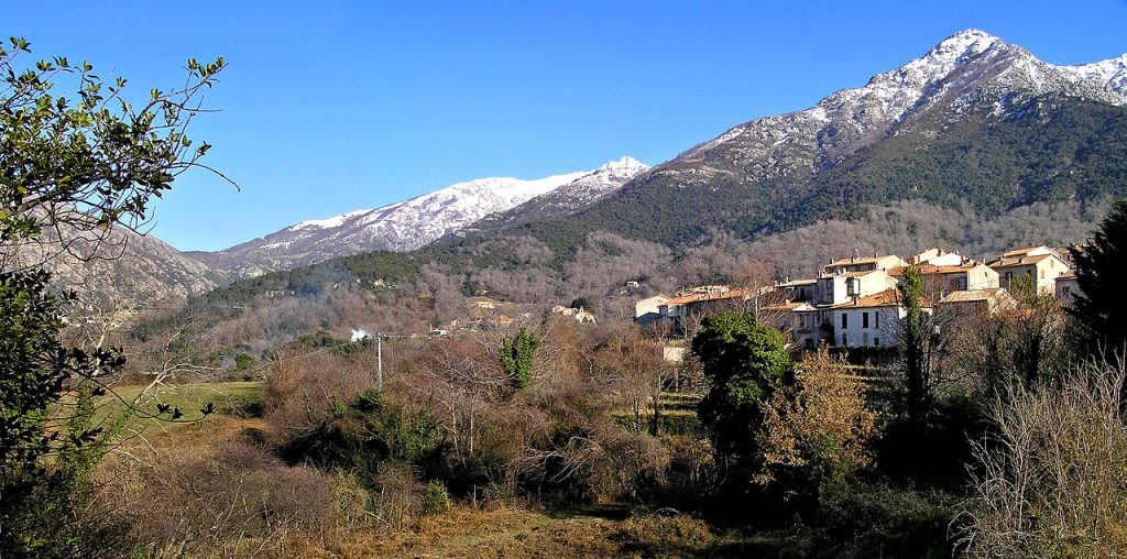 Par Pierre Bona — Travail personnel, CC BY-SA 3.0 - Panorama Village Bocognano